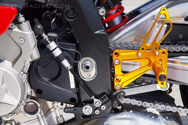 [Image: s1000rr12_directshiftpedal_with_satorear...869827.jpg]